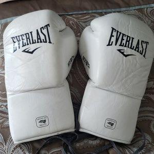 Everlast 10oz Tie-up Boxing Gloves
